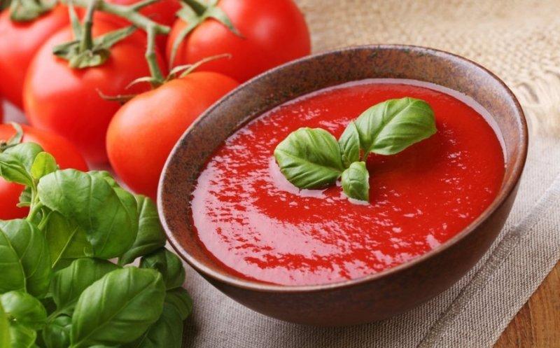 Как правильно перерабатывать томаты летом и на зиму
