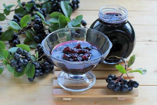 Варенье из черноплодной рябины: 6 необыкновенных рецептов