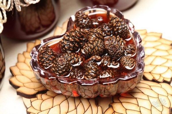 Варенье из шишек: способы приготовления и ценные советы