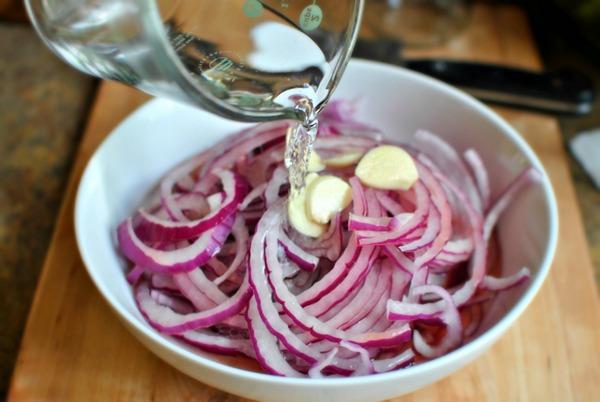 Луковый салат: 5 рецептов плюс бонус